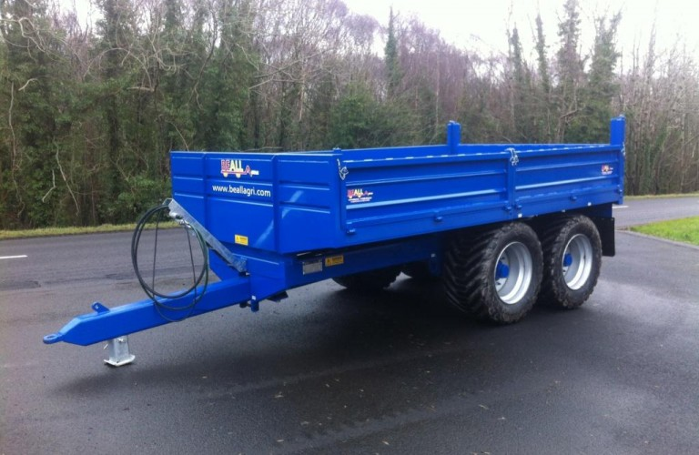 Trailer painted in New Holland colours with 550 extra wide floatation tyres