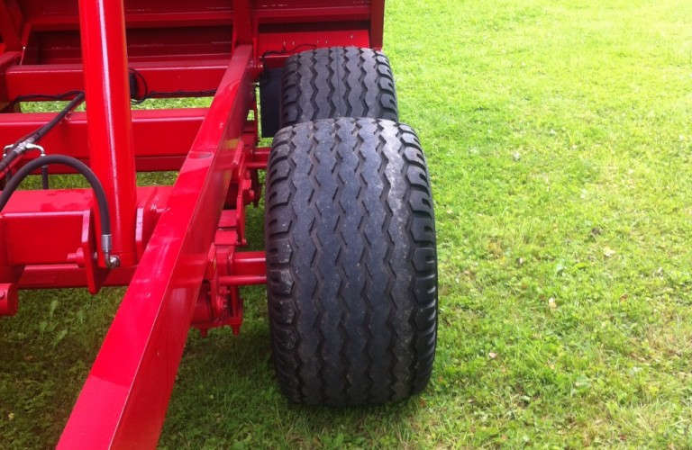 Floatation tyres fitted on all tipping trailers