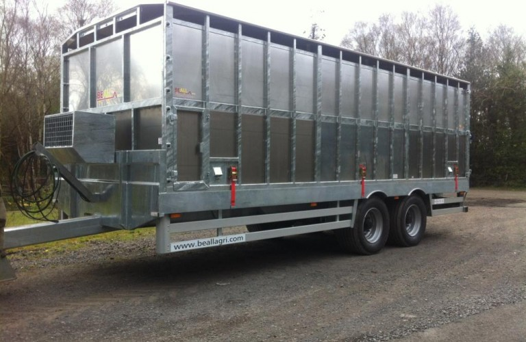Removable body creates a flatbed trailer