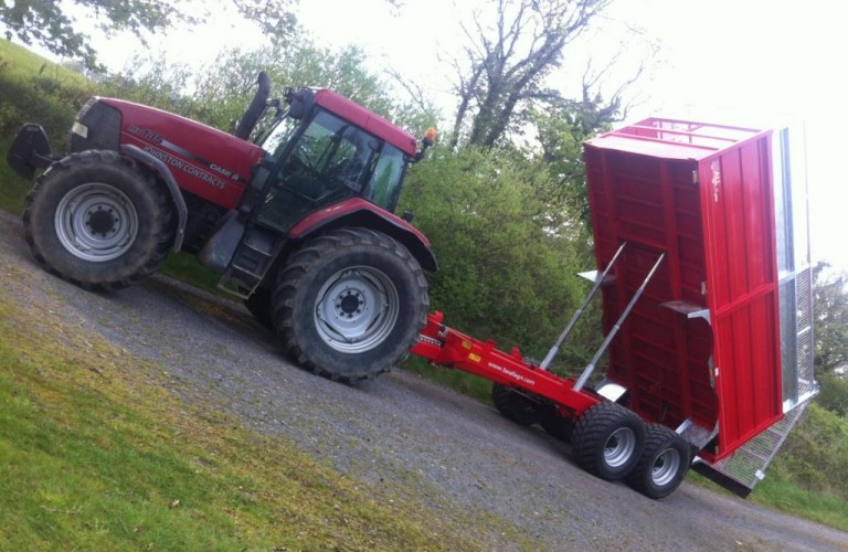 Silage trailer tipping